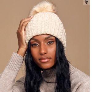 NWOT Lulu Cable Knit Faux Fur Pompom Winter Beanie